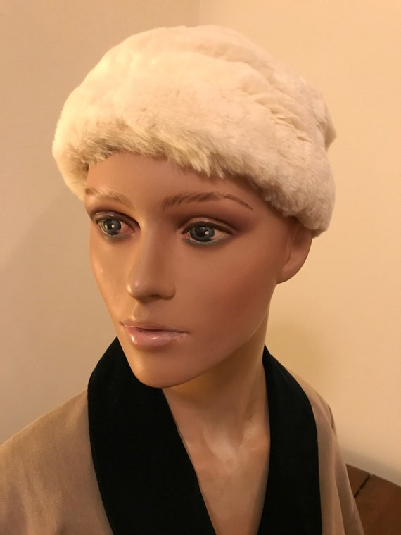 Vintage 60's White fur beret, Snow White soft rabb