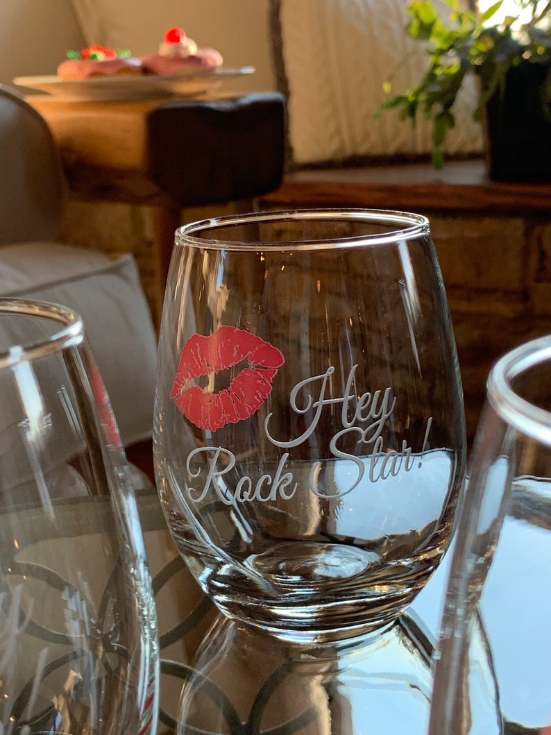 Stemless Wine Glass Gift Wine Glass with Red or Pink Lips Kiss Girlfriend/'s Wine Night  Engraved Gift for Her Wine Gift for Friend