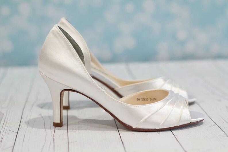31838e3b734 White Wedding Accessory Fits True To Size Wide Size