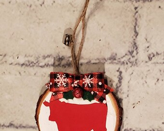 Natural 3 inch wood slice ornament painted black with handmade buffalo check bow and a white bear with the word Papa on its center