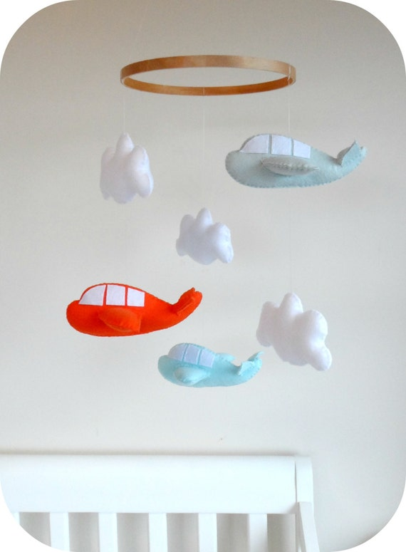 DIY Airplane and cloud crib mobile
