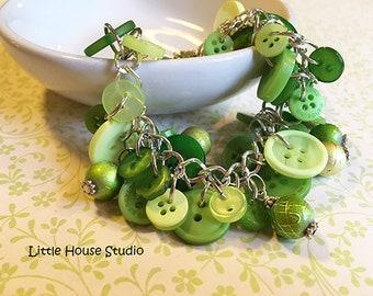 Green Sewing Button Bracelet, Button Bracelet, Green Button, Button Charm Bracelet, Charm Bracelet, Sewing Charm Bracelet, Button
