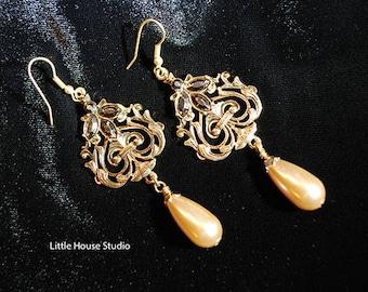 Victorian Pearl  Drop Earrings, Pearl Drop Earrings, Pearl, Victorian Earrings, Antiqued Brass Earrings, Victorian Pearl