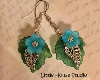 Light Blue Flower Earrings, Blue Lucite Flower Dangles, Blue Floral Earrings, Silver leaf Earrings. Flower Earrings, Flower Jewelry, Flower