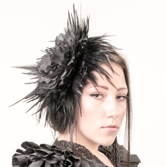 Huge Fascinator black headpiece with feathers and a large  4ffe1361694