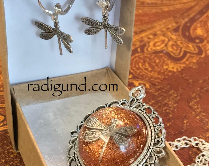 Dragonfly in Amber~Outlander Necklace~Round Silver Pendant~Resin Pendants~Silver necklace~Outlander Inspired Jewelry~dragonfly filigree