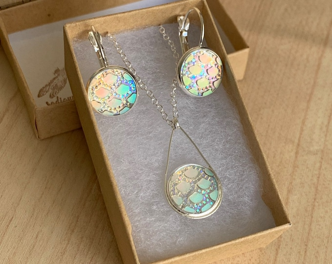 Silver Jewelry Set~ Silver Earrings~Silver Necklace~Iridescent Earrings~Sparkle Earrings~Mermaid Necklace~Resin Jewelry Set