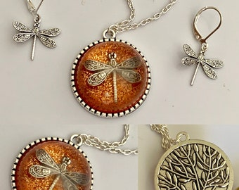 Dragonfly in Amber~Outlander Necklace~Round Pendant~Resin Pendants~Silver necklace~Brass  ecklace~Outlander Inspired Jewelry~tree of life