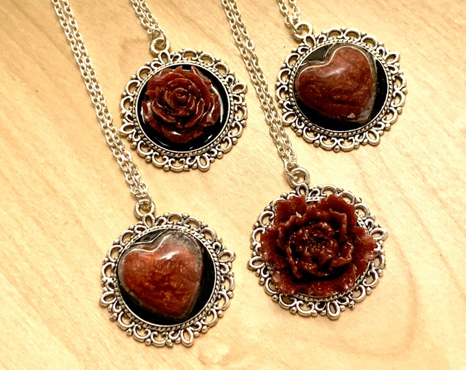 Heart diffuser Necklace with Amber Resin
