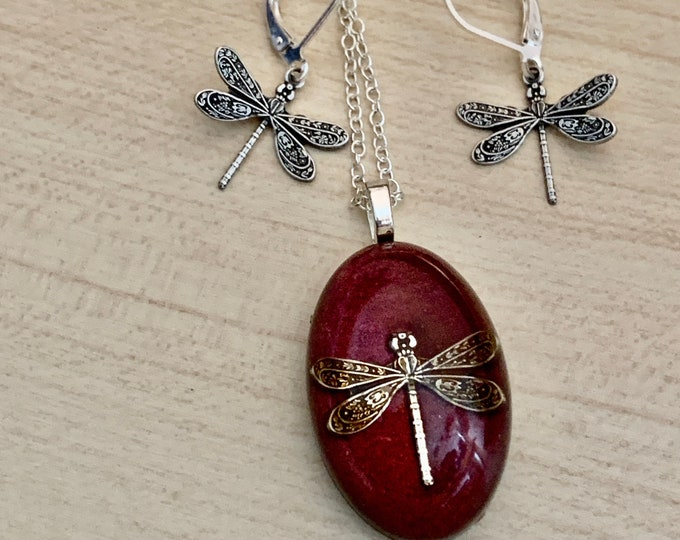 Dragonfly Necklace - Burgundy~Dragonfly Pendant - Resin Pendant - Outlander Inspired - Celtic Dragonfly~Outlander Jewelry - Red Necklace