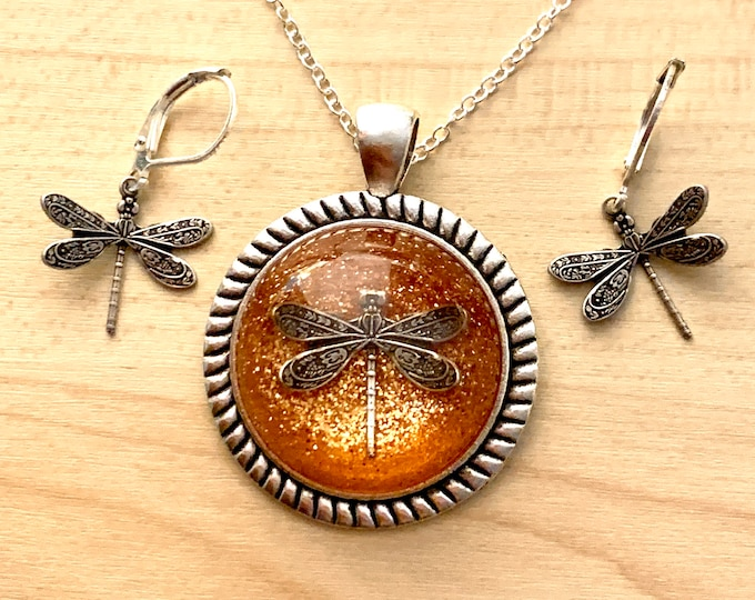 Dragonfly in Amber~Outlander Necklace~Cable~Round Silver Pendant~Resin Pendants~Silver necklace~Outlander Inspired Jewelry~Dragonfly
