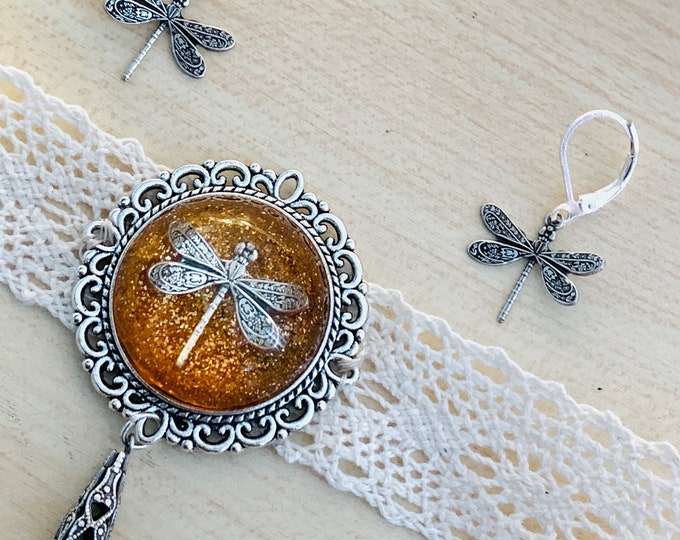 Lace Chocker~Dragonfly in Amber~Outlander Chocker~Dragonfly Chocker~Resin Pendants~Outlander Inspired Jewelry~dragonfly filigree