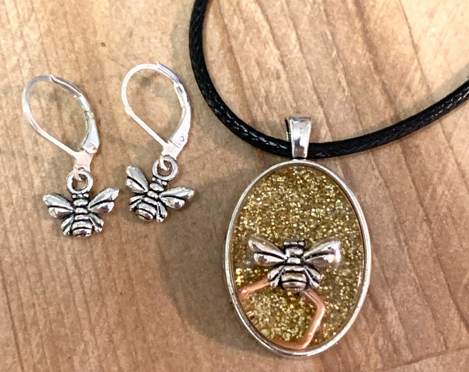 Bee Pendant~Bees~Honey~Bee Charm~Bee Necklace~Bee Earrings~Bee Set~Earrings~Silver Earrings~Outlander inspired~Resin Pendant~Silver Necklace