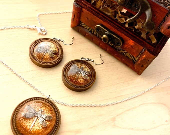 Dragonfly in Amber~Outlander Necklace~Round Pendant~Resin Pendants~Wood Pendant~Wood necklace~Outlander Inspired Jewelry~wood earrings