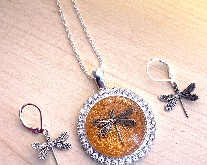 Dragonfly in Amber~Rhinestone Pendant~Outlander Necklace~Round dragonfly Pendant~Resin Pendants~Silver necklace~dragonfly pendant