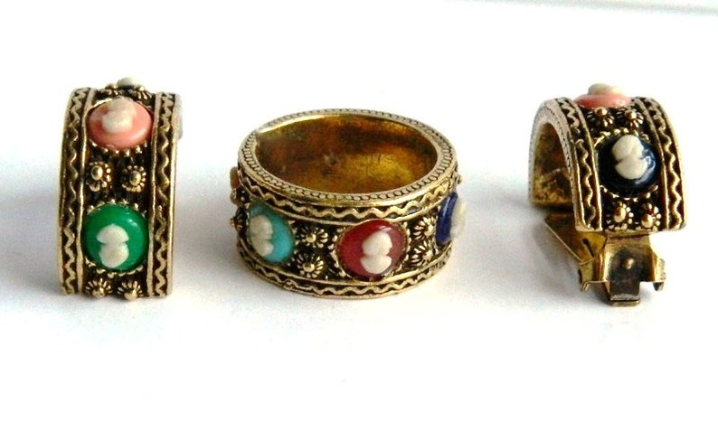 Blue Pink Black Red Green TARA Fifth Avenue Vintage Etched Gold Cameo Ring Band and Earring Set Multi Colored Cameos Size 7