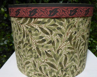 Green leaf patterned hat box, wallpaper box, 19th century repro