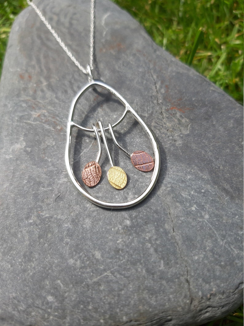 Leaf-textured leaf-shaped silver wire necklace : Handmade image 0