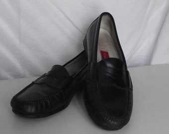 fbf44dcadad Vintage Cole Haan Black Leather Penny Loafer Men s 9.5D Professional  Wedding Casual Resort Hipster Retro Rockabilly Mod Cottage Chic Awesome