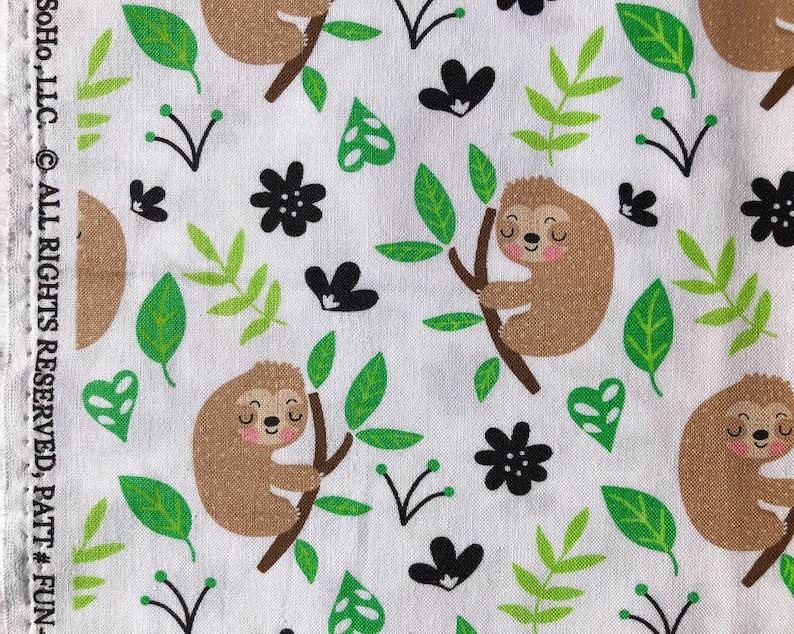 Timeless Treasures YARD Cartoon Sloth /& Leaves on White Animal Fabric