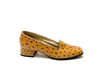 Vintage 1970s Ostrich Leather Pumps // Tan Slip On Pilgrim Heels by Magdesians Size 7