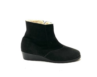 Vintage 1970s Winter Ankle Boots // Black Suede Fleece Lined Zip Up Snow Booties by Outdorables Size 10