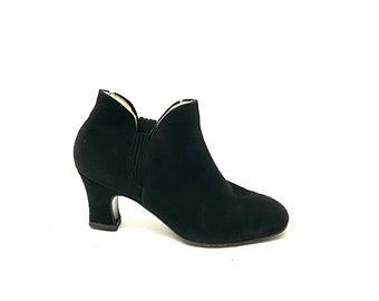 Vintage 1970s Suede Chelsea Boots // Black Fleece Lined Heeled Ankle Booties Size 7