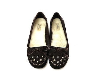 Vintage 1990s Brown Suede Moccasins // Fleece Lined Slipper Shoes by Zodiac Size 8.5