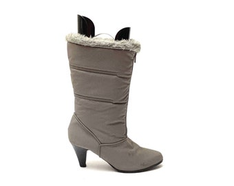 Vintage 1970s Gray Nylon Winter Boots // Fleece Lined Zip Up Heeled Snow Boots by Woodbridge Size 9