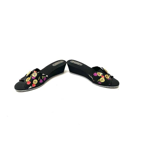 Vintage 1970s Novelty Print Sandals // Tulip Fabr… - image 5