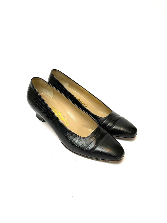 Vintage 1970s Embossed Leather Ferragamo Heels //
