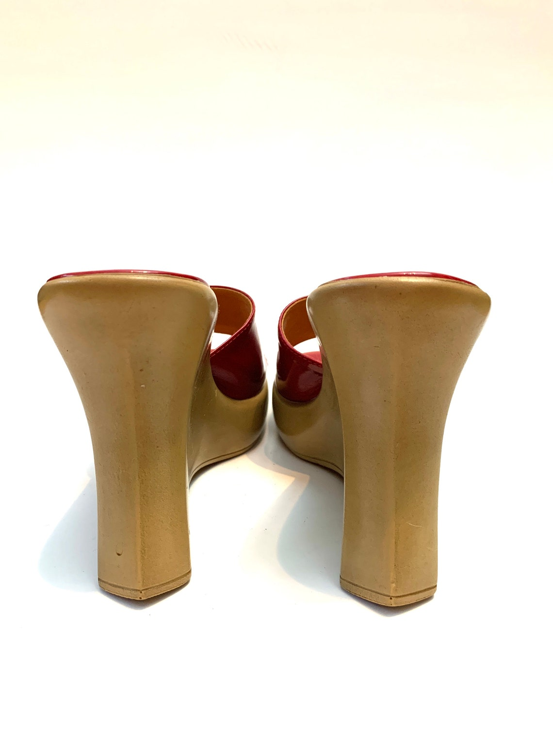 Vintage 1970 Red Patent Leather Platform cuneo Scivolo su sandali // Made in Italy Taglia 7 European Vintage - Scarpe alla moda 7l9G6a5H QME8E7 SGa8Xv