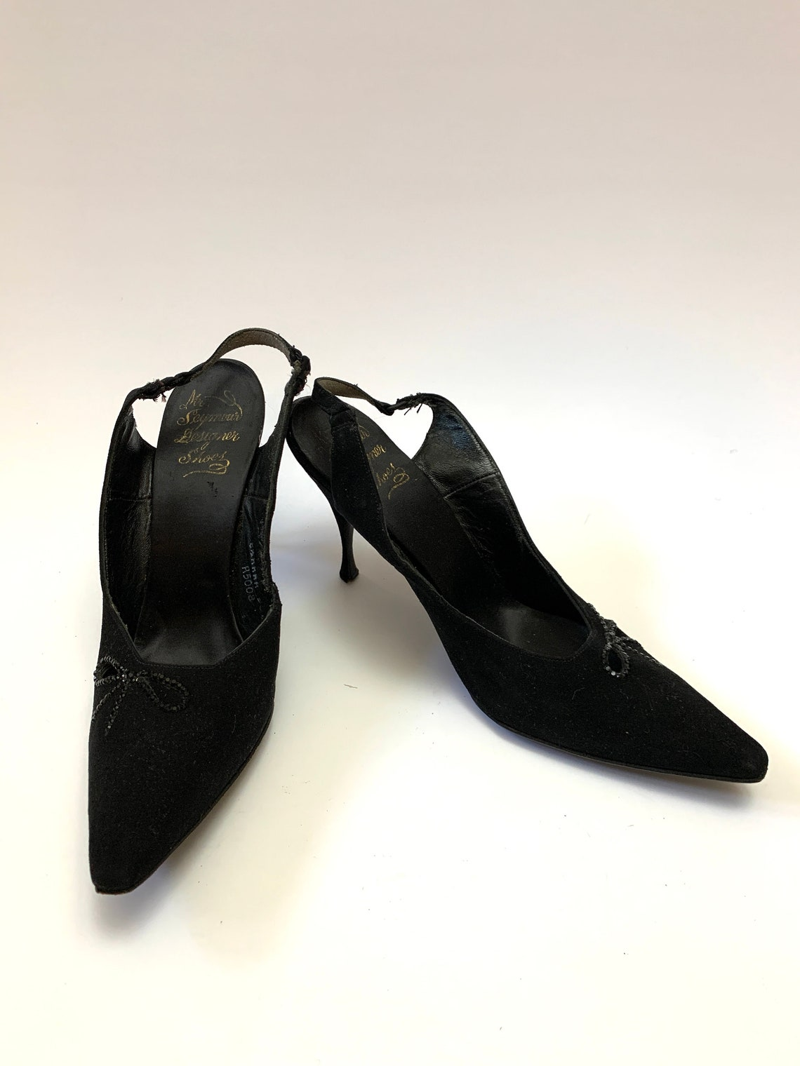 Vintage 1950 Bow Slingbacks // Nero Suede Pointy Toe Stiletto Tacchi di Mr Seymour Designer Scarpe Taglia 8.5 - Scarpe alla moda ALYh0KzI SwcY8r UrzYRg