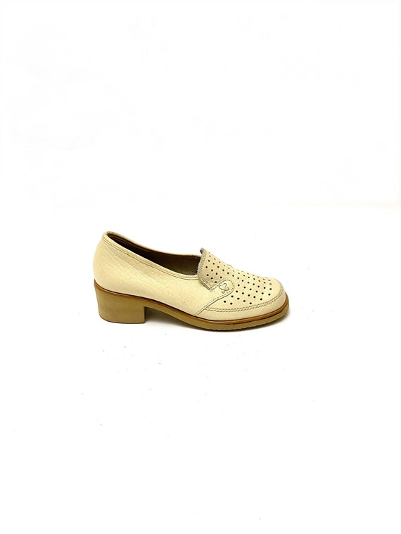 Vintage 1970s Ivory Loafers // Vented Leather Chun