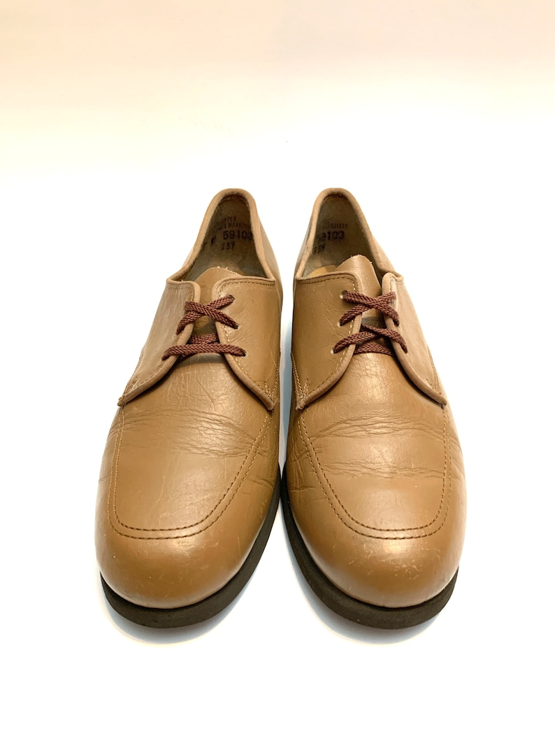 Vintage 1970s Leather Oxfords  Tan Leather Lace Up Shoes by Hush Puppies Size 7