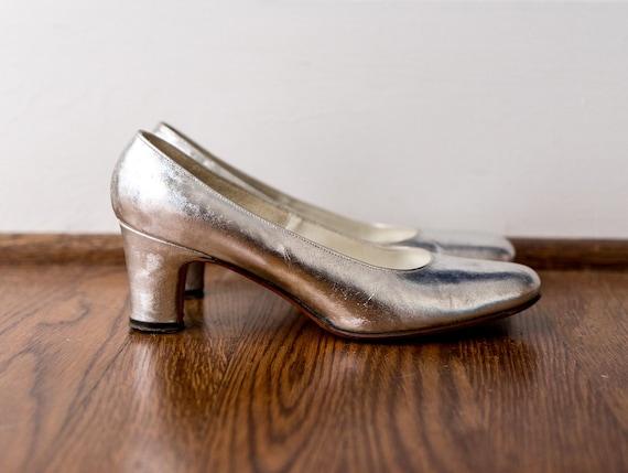 1960 silver shoes. vintage 60's metallic pumps. ch