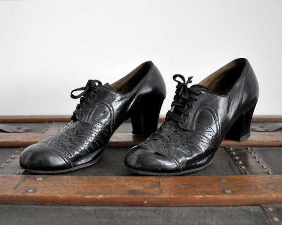 30's black lace up shoes. 1930's leather heels. ox