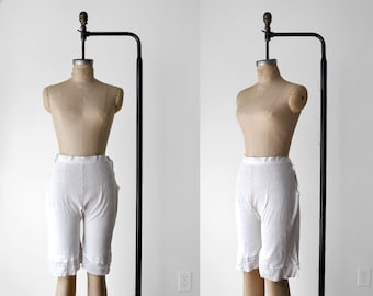 1910's knit bloomers. white. 20's shorts. crochet. edwardian pantalettes. 10's lingerie. small.
