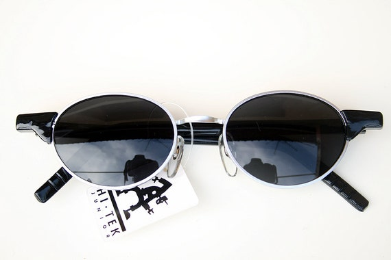 3448ccbe907 Vintage small oval sunglasses metal frame plastic temples Goth