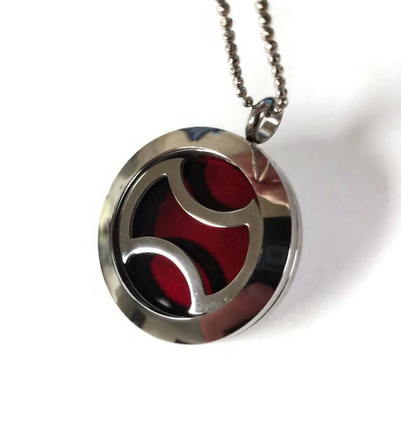 FFXIV Warrior Locket Necklace - Stainless Steel Screw-On Locket - Sturdy  and HQ - 3D - Great for Any Final Fantasy XIV Fan!