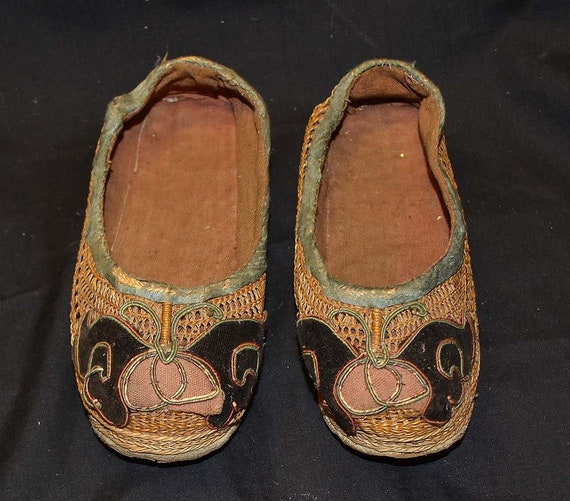buy online 950e0 6827b Vecchie scarpe cinesi per piedi piccoli