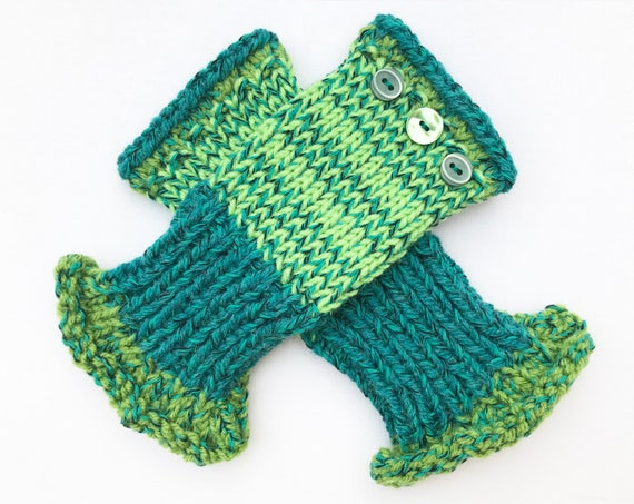 Fingerless Mitten - Cucumber Frilly Fingers - Fingerless Gloves spring green colour scheme. Spring colors fingerless mittens hand warm