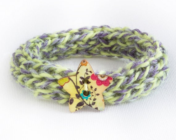 Spring Flowers Button Bangle • Secret Santa Gifts • Green Knitted Wrist Accessory • Stocking Fillers • Knitted Light Green Bracelet Bangles
