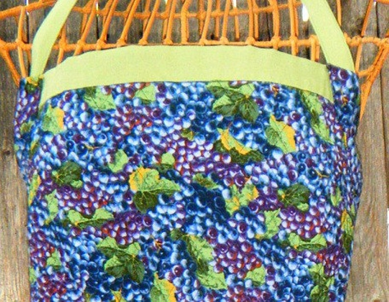 Quilted Grapes-Grapevine Apron Apple Green and Black Reversible Purple