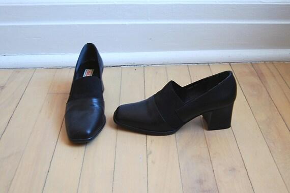 vintage 90's minimalist black heels 7.5