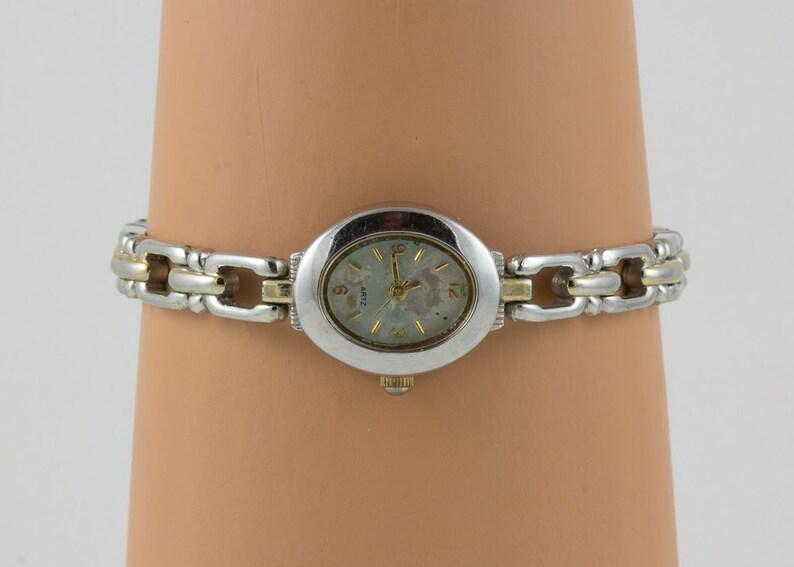 b15e36bc00b1 Funcionamiento reloj de pulsera plata cuarzo reloj de M. Z.