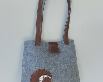 Felt Bag: Leather and Fabric Design