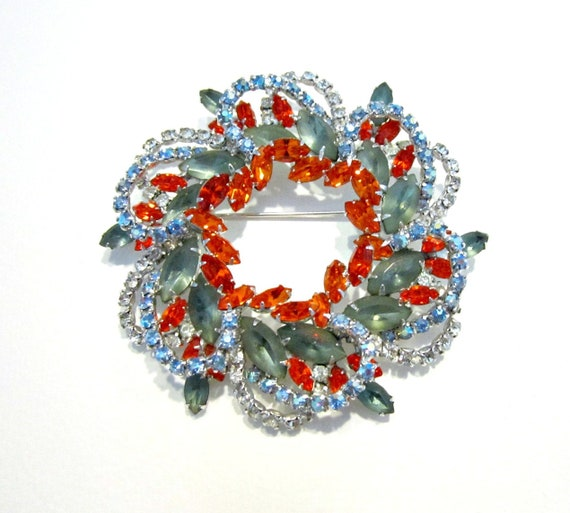 Rosebud Boutinniere Rhinestone Brooch Pin with Red and Green Crystals Red Aurora Borealis Dark Red