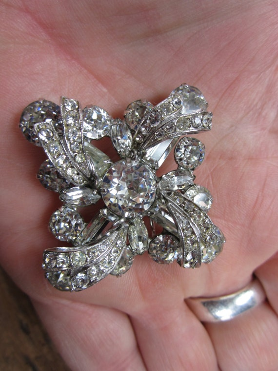 Vintage Brooch. Rhinestone Pin. Bow Tie Pin