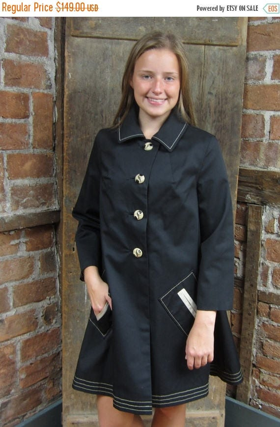 1960s Raincoat Twiggy style